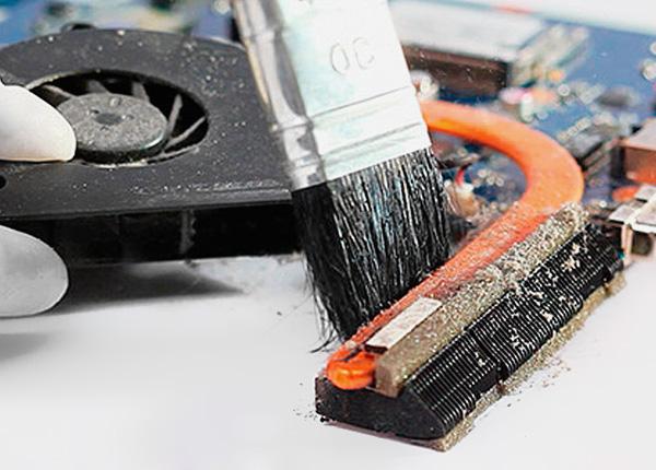 Как правильно почистить ноутбук от пыли в домашних условиях 811