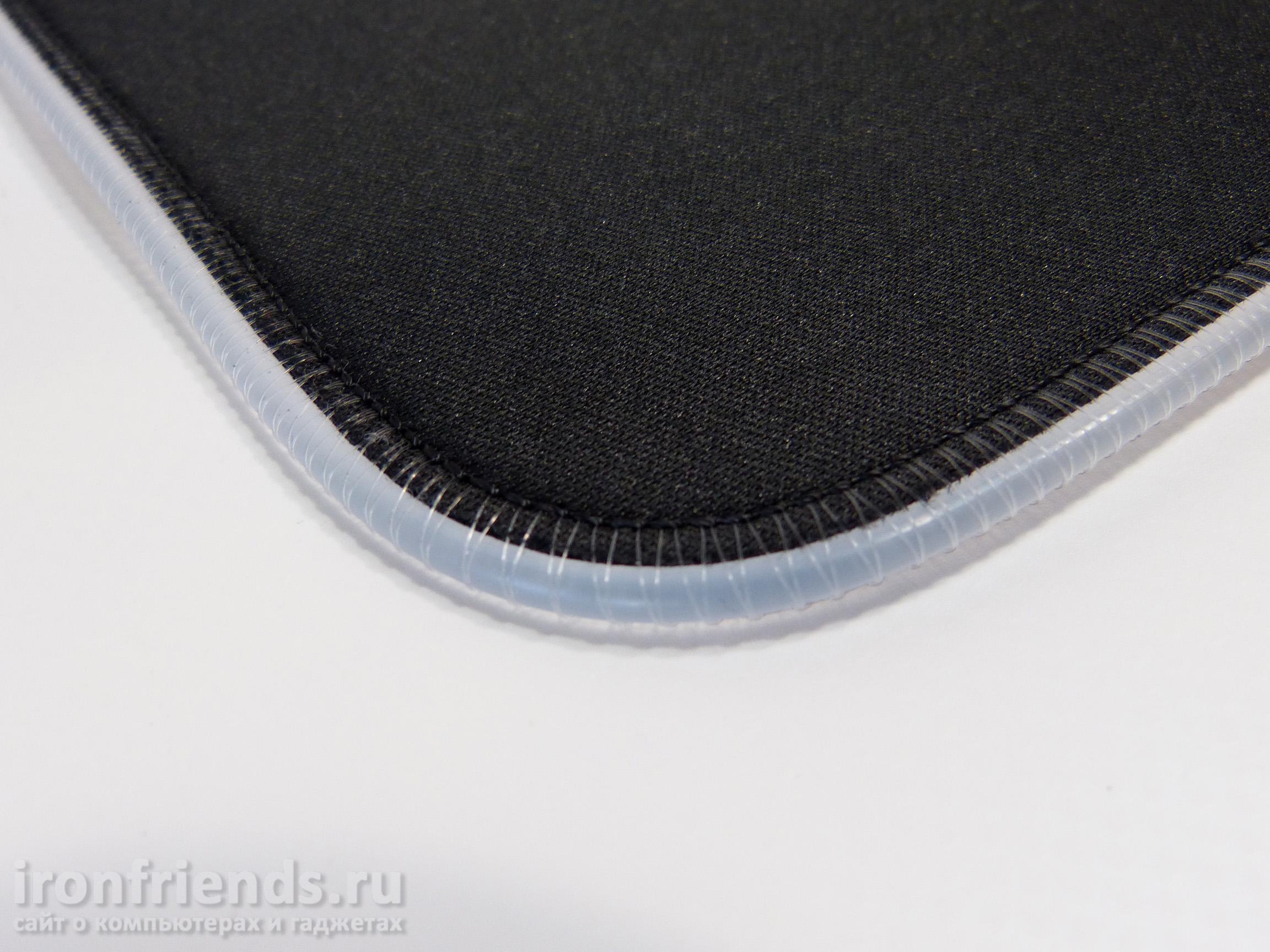 Поверхность коврика Tronsmart Spire RGB Mouse Pad