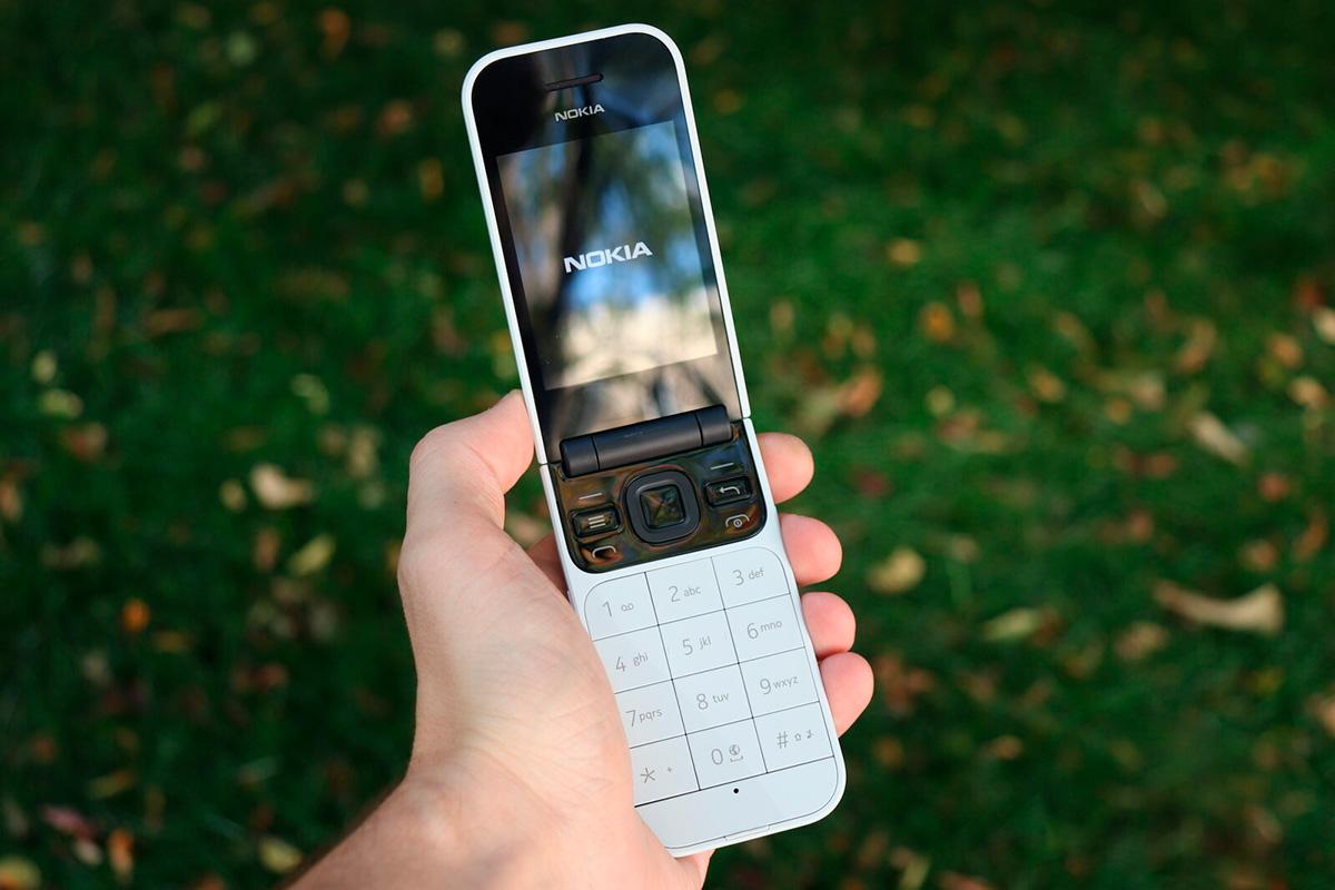 Телефон Nokia 2720 Flip