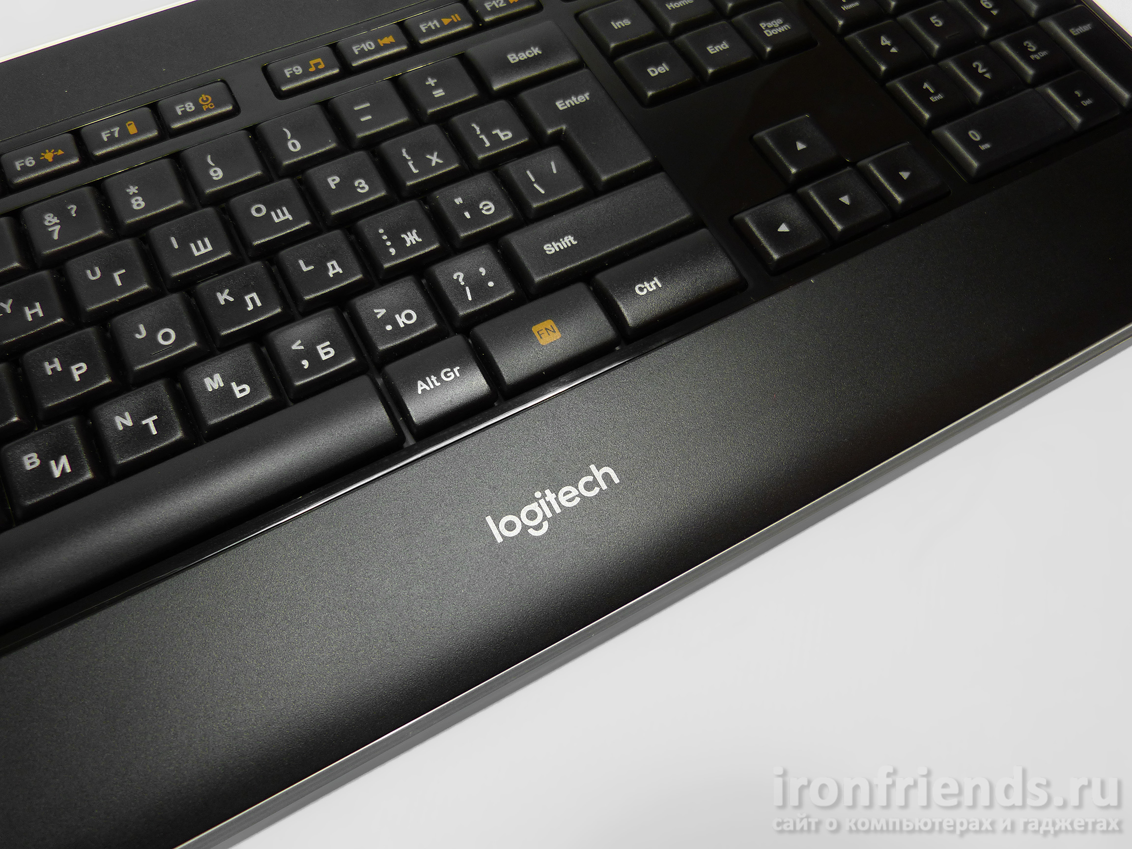 Клавиатура Logitech K800 illuminated